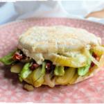 Veggie spelt pita met hummus