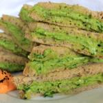 Avocado crème sandwich & hummus