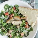 Lauwwarme salade met geroosterd brood