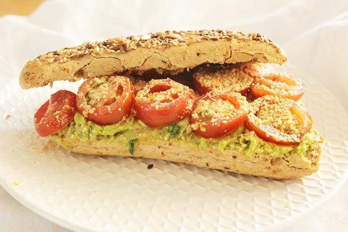 Broodje avocado enzo