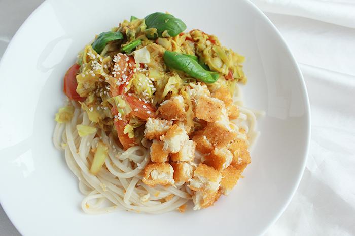 Spitskool wok & fishy noedels