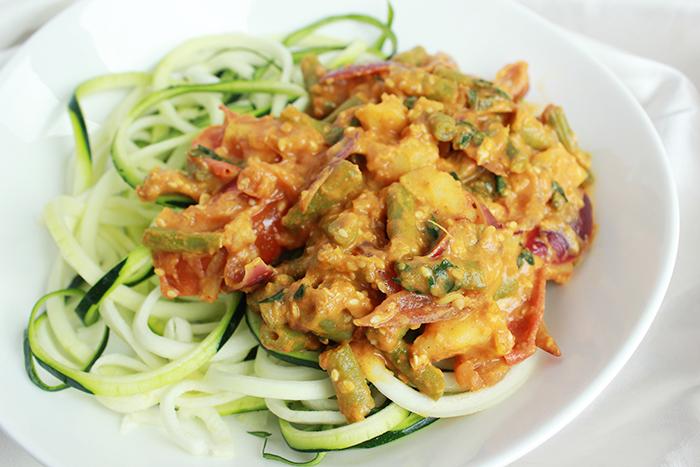 Aardappel boemboe curry met courgetti
