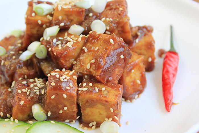 Tofu in hartige mango marinade