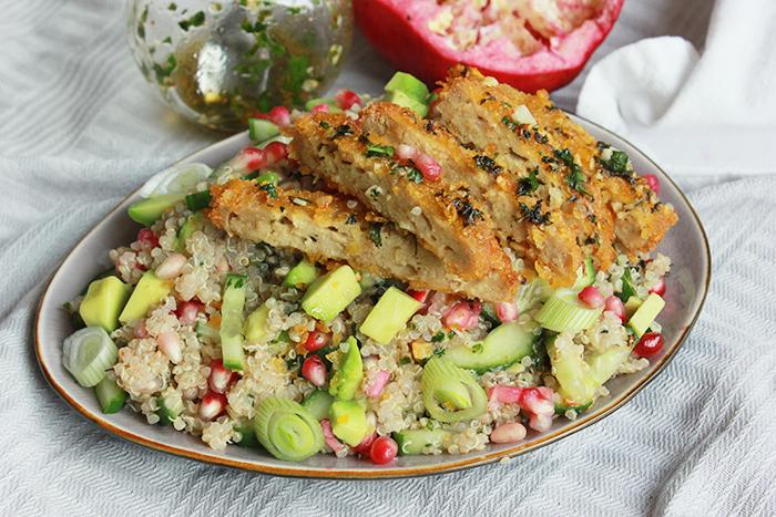 Quinoa salade met avocado, granaatappel en koriander dressing