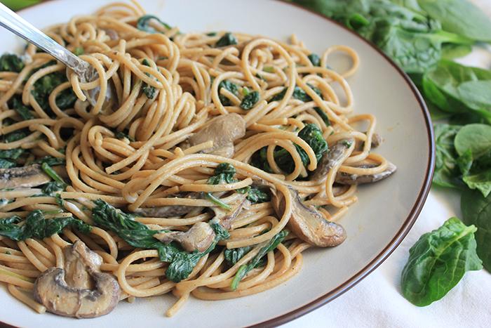 Spaghetti spinazie a la crème vegan – met kastanje champignons