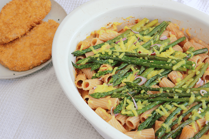 Vegan ovenpasta met gegrilde groene asperges
