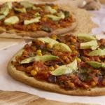Vegan pizza met kikkererwten & avocado
