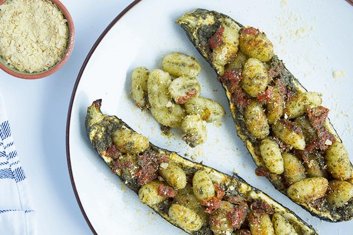 Pesto gnocchi in courgettebootjes