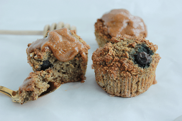 Havermoutbanaan muffin met karamelsaus