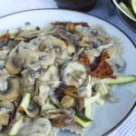 vegan pasta met paddestoelen roomsaus
