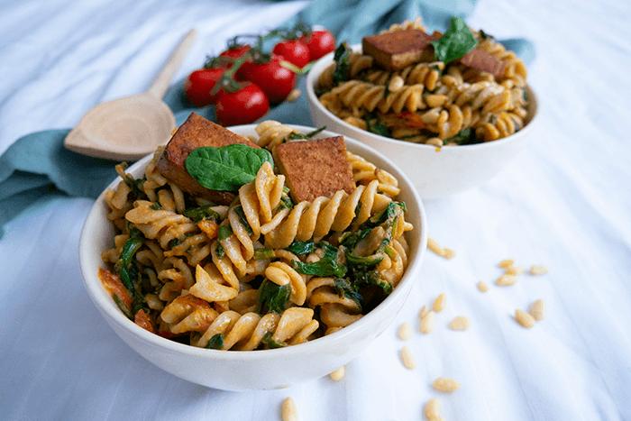 Vegan hummus & tomaten pasta