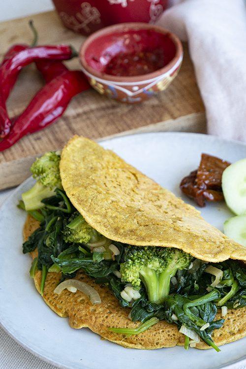 vegan eetdagboek: kikkererwten omelet als lunch met spinazie