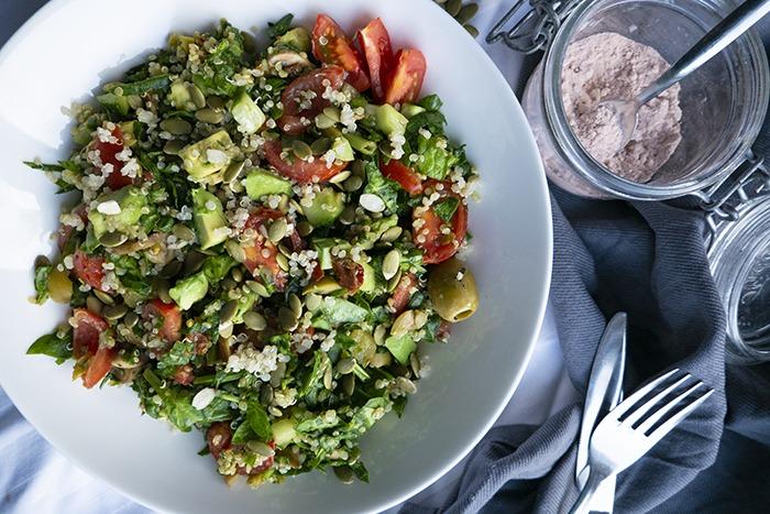 een heerlijk, gezonde lunch met quinoa, spinazie en kala namak