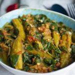 okra recept bereid met tomaat, spinazie en Indiase specerijen
