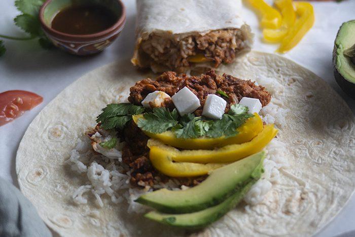 Vegan burrito's met tempeh crumble