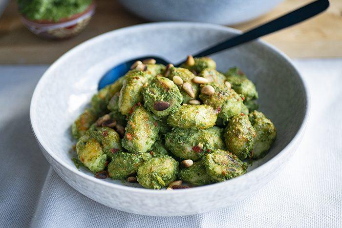 Vegan gnocchi met boerenkool pesto